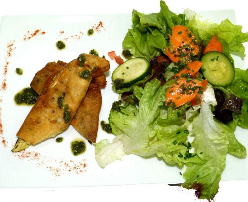 Beignets de légumes et salade