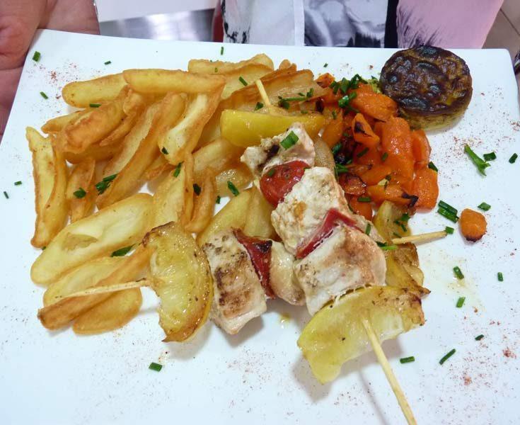 Brochette de volaille et frites