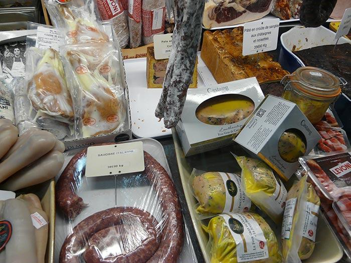 Cuisses de canard, poutargue, saucisse ialienne, foies gras Castaing, pâté en croûte de sanglier aux châtaignes et noisettes...