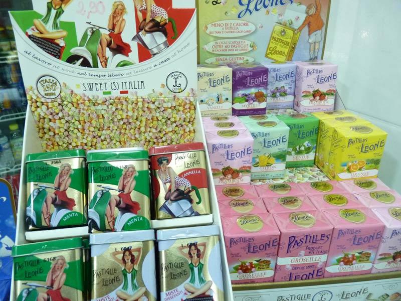 Pastilles Leone Produites en Italie depuis 1857. Pastilles Leone en boîtes métal cannelle, groseille, framboise, citron, orange