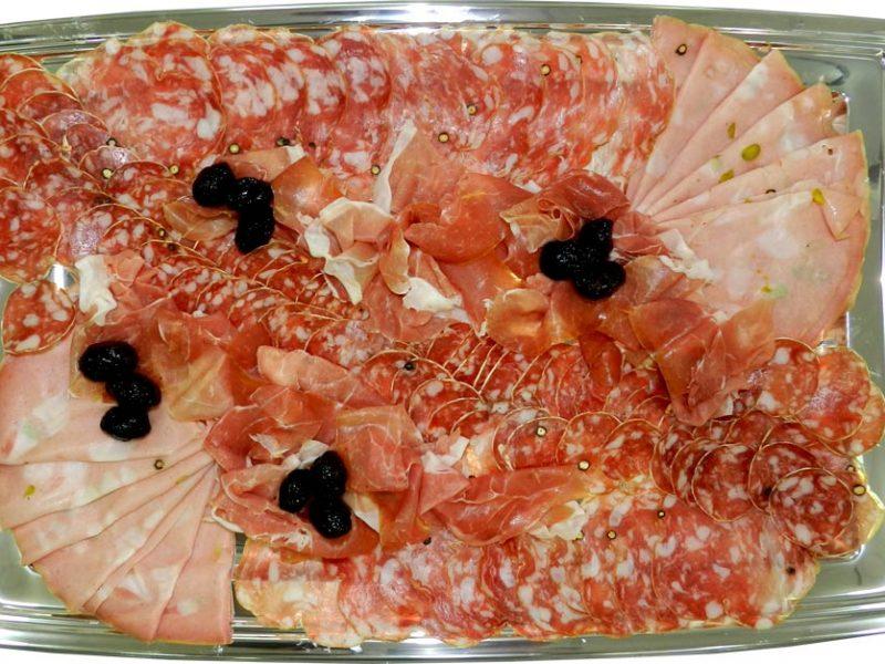 Plateau de charcuteries Rosette de Lyon, mortadelle Levoni, saucisson napolitain, jambon de Parme