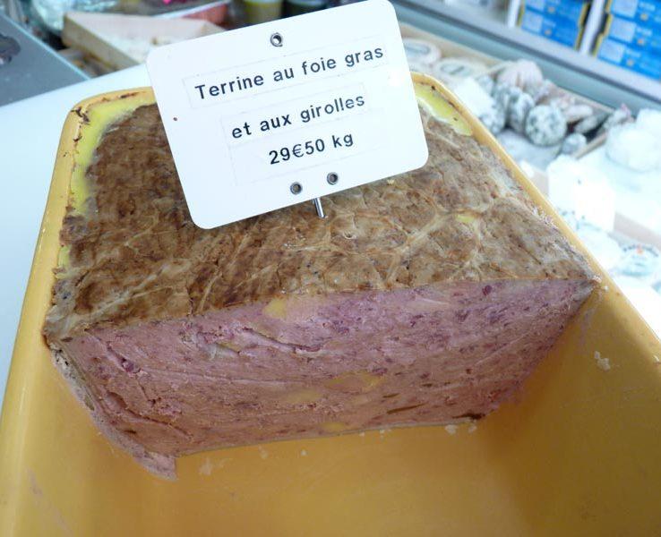Terrine au foie gras et aux giroles