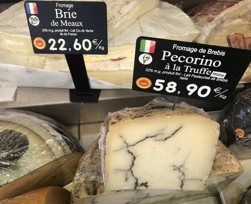 Pecorino à la truffe noire. Lait de brebis. DOP Italie